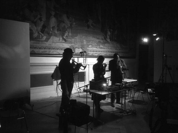 Foto Performance Harald Ansorge, Johan Robin, Anja Tchepets, Nicholas Young: »Terra oder ein Würfelstück für München«