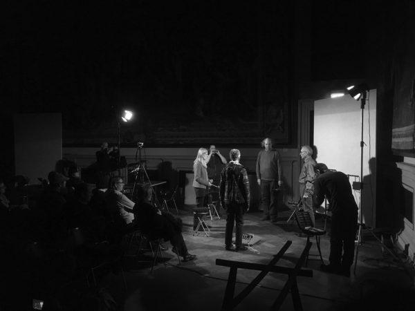 Foto Performance Stephan Wunderlich, Edith Rom, Seiji Morimoto, Thomas Müller, Gertraude Adamo-Rothe, Herbert Metzenleitner: »über das Zwerchfell / 48 Mundharmonikas«